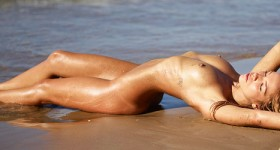 sexy-amber-at-the-beach