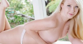 samantha-rone-pale-and-sexy