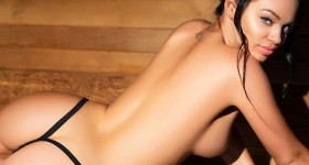 sauna-babe