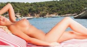 bikini-blonde-on-a-boat