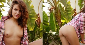 naked-girl-in-the-backyard