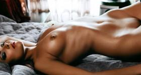naked-model-ana