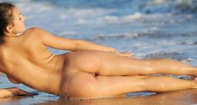 busty-beach-babe-sofi