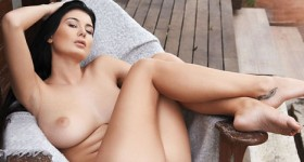 lucy-li-shows-her-perfect-body