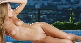 sensational-naked-model