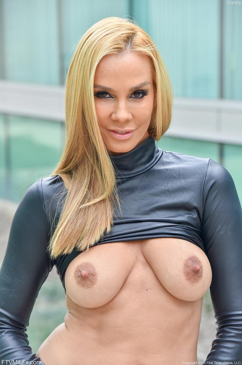 Vega Vixen порно модель