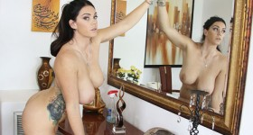alison-tyler-cleaning-naked