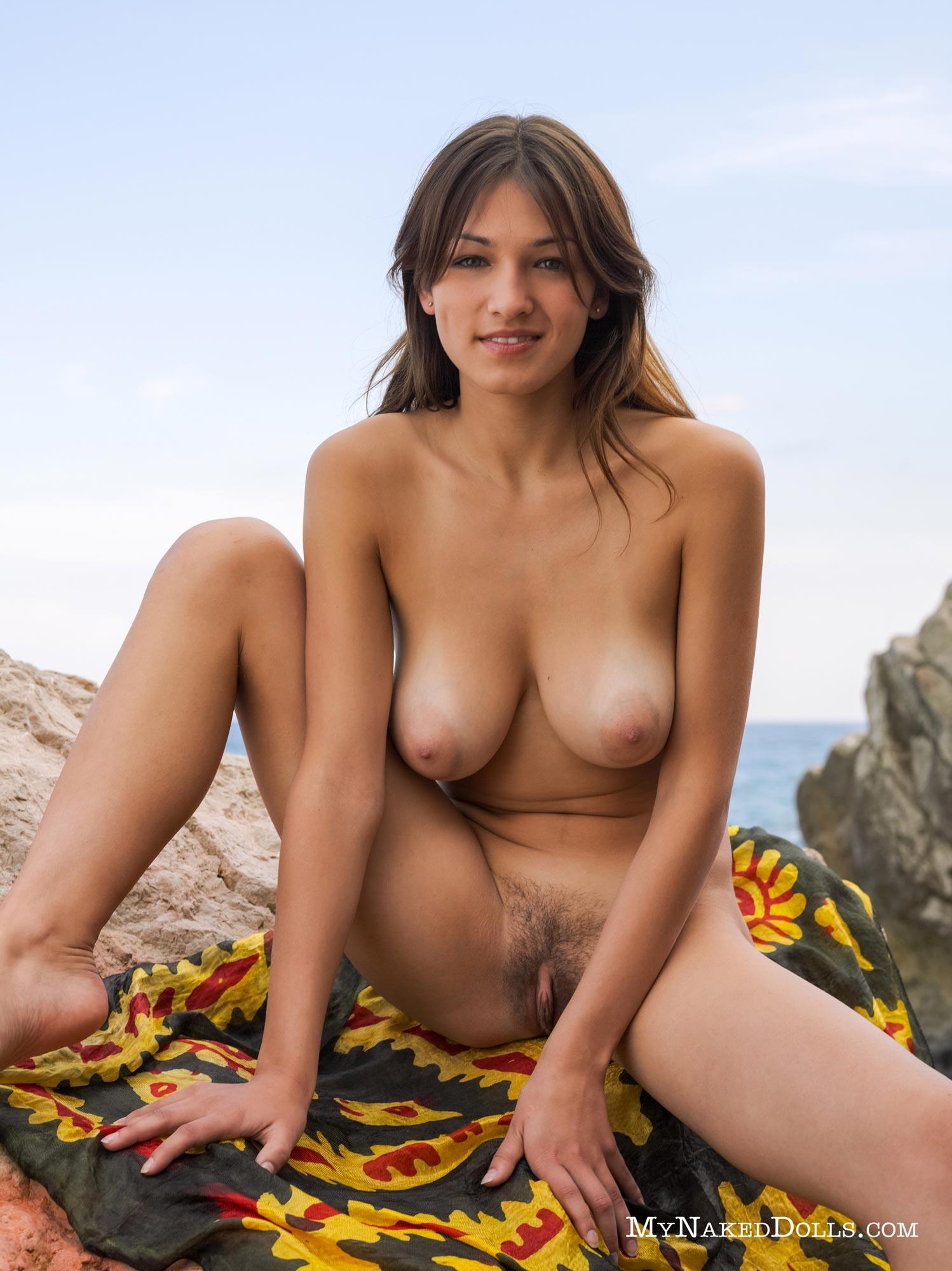 Sofi A Naked Outdoors