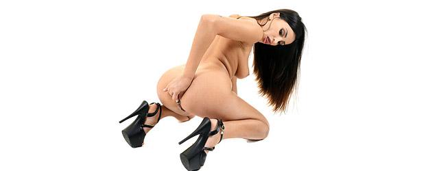 Alyssia Masturbates