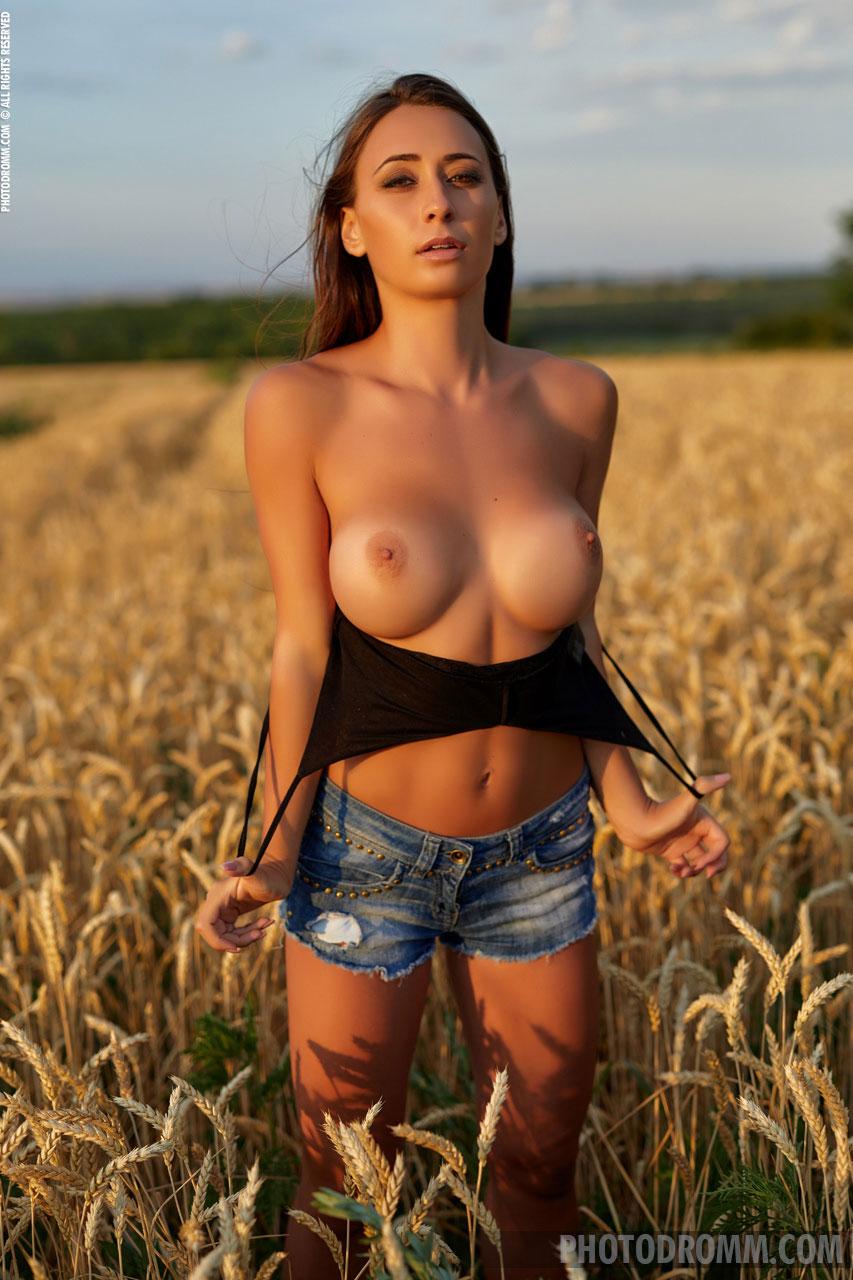 Outdoor naked girls Outdoor