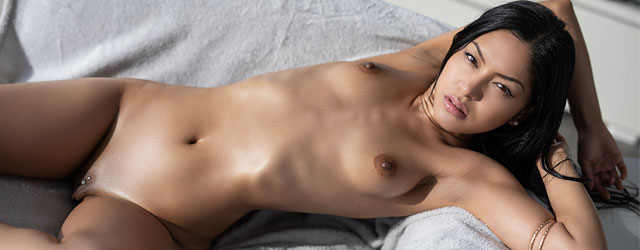 Nackt Chloe Rose  Young &