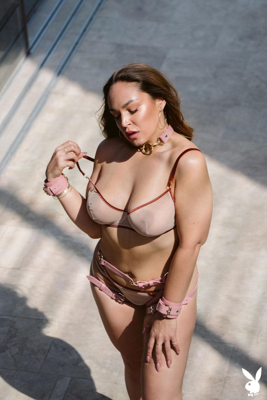 Curvy naked model