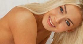 blonde-skylar
