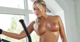 hot-workout-blonde