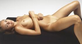 karina-in-momumental-nudes